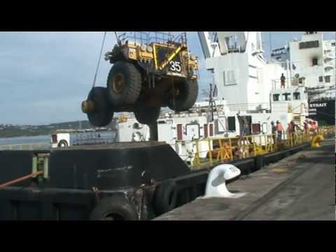 haul truck crash - CAT 793 GETS DROPPED ONTO SHIP IN DURBAN HARBOUR SOUTH AFRICA.
