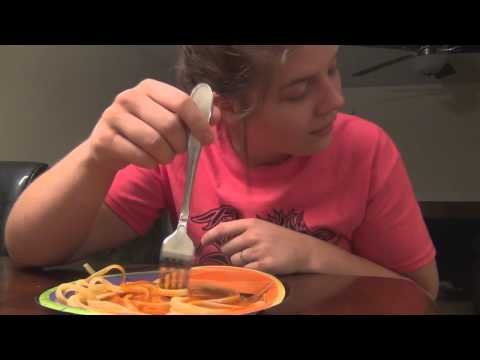 "Bridgette Eats Sketti From ""Here Comes Honey Boo Boo"""