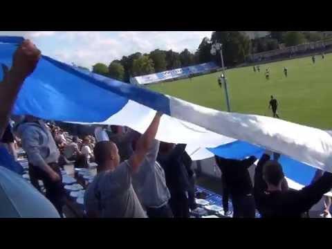W trakcie meczu Błękitni - Zagłębie Sosnowiec rozwinęli flagę w barwach niebiesko-białych.