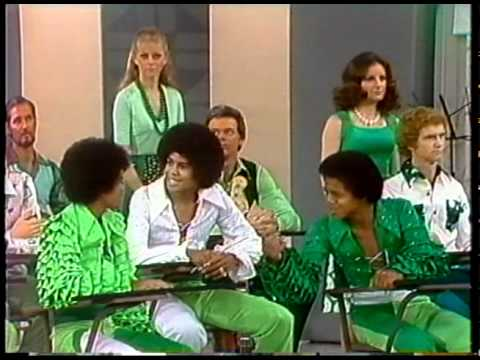Carol Burnett Works an Unexpected Earthquake Into Her 1974 Classroom Sketch With The Jackson