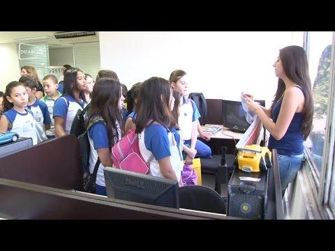Alunos visitam Redação do Diário; veja vídeo