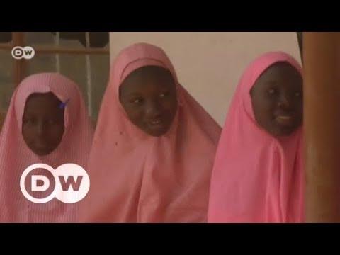 Nigerias Chibok-Mädchen: Mit Angst im Nacken auf der Schulbank | DW Deutsch