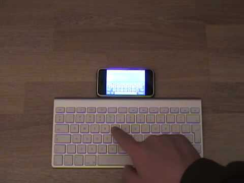 Un iPhone controlado mediante el teclado inalámbrico bluetooth de Apple