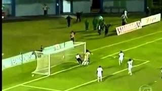 لقطة الموسم .. مسعف برازيلي يمنع مرمى فريقه من استقبال هدف بشكل جنوني