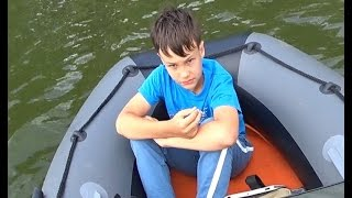 I nowiuśki iPad poszedł się j*bać! Młody i jego bezcenna akcja na rybach :D