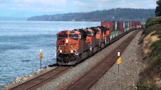 Edmonds (WA) United States  City pictures : Two southbound trains in Edmonds, WA, 9-7-2015
