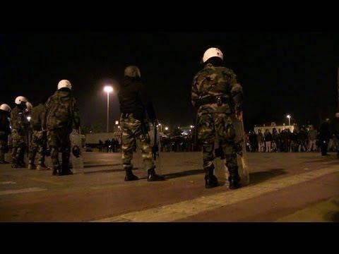 Riot police sent to end Greek seamen's strike