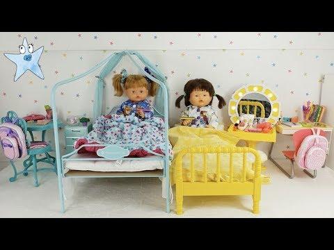 Ani y Ona no quieren dormir juntas y se cambian de dormitorio Muñecas y Juguetes