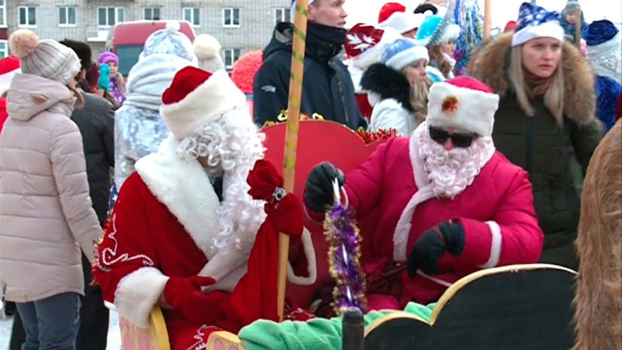 Парад Дедов Морозов и Снегурочек в Уве