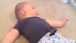 Kendini aynada gören bebeğin tepkisi