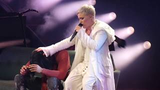 """""""What About Us & For Now (Pink Signs Fan Stuff)"""" Pink@Washington DC 4/17/18"""