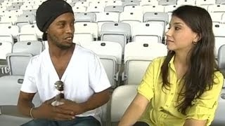 Ronaldinho pede reporter em namoro. times série atlético-go atlético-mg bahia botafogo corinthians coritiba cruzeiro figueirense flamengo fluminense grêmio ...