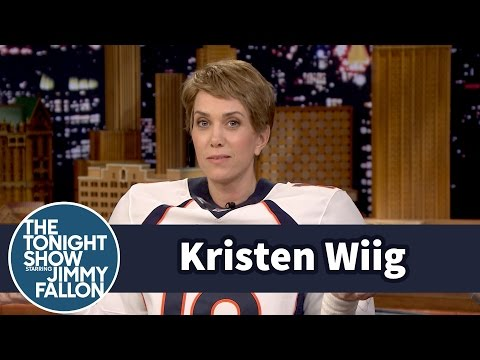 Kristen Wiig Dressed Up Like Peyton Manning At The Tonight Show!