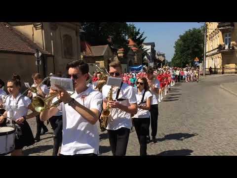 Wideo1: Przemarsz ulicami Wschowy z okazji 30. rocznicy częściowo wolnych wyborów w Polsce