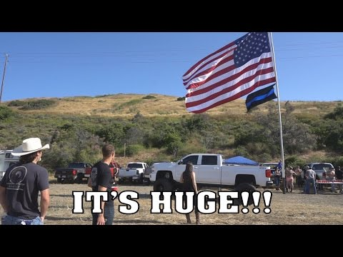 WORLDS LARGEST Telescopic Truck Mounted AMERICAN Flag! (видео)