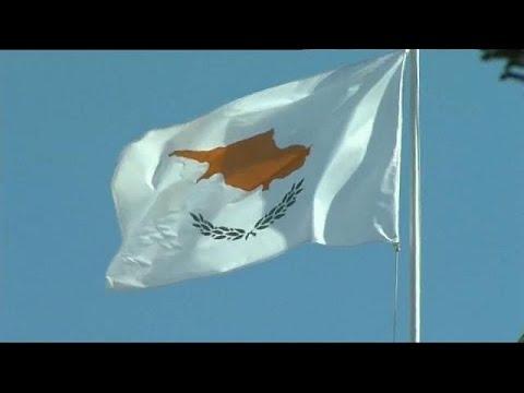 Zypern hat EU-Pässe an reiche Russen und Ukrainer v ...
