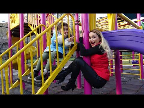 Lina İle Parkta Yerde Lav Var Oyunu Oynadık | Funny Kids Video