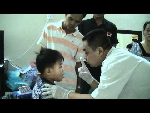 Đồng Nghiệp Lương y Hoàng Yên CHữa bệnh em bé bị điếc vs câm cùng dak nông