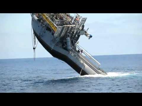 好神奇的船,90度立於海面不會沉!