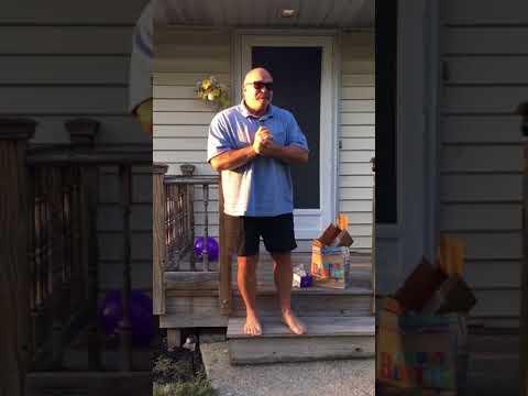 66-vuotias näkee värit ensimmäistä kertaa – Katso miehen koskettava reaktio