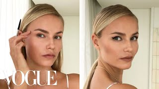 Download Video Supermodel Natasha Poly's 3-Step Perfect Cat-Eye | Beauty Secrets | Vogue MP3 3GP MP4