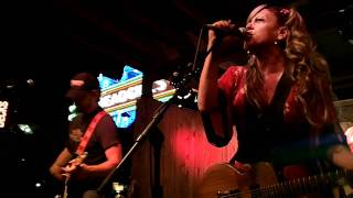 Download Lagu The Mother Truckers - Love Me Like a Man Mp3