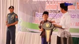 Video Ajudan Presiden Ini Menahan Ketawa & Tersenyum Saat Jokowi Bercanda Dengan Anak anak MP3, 3GP, MP4, WEBM, AVI, FLV Mei 2019