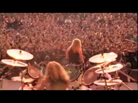 25 years ago today Metallica played in Russia to a crowd of over 1.5 million. The view is absolutely insane.