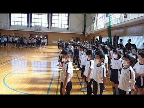 小笠北小学校全校合唱「夢の世界を」