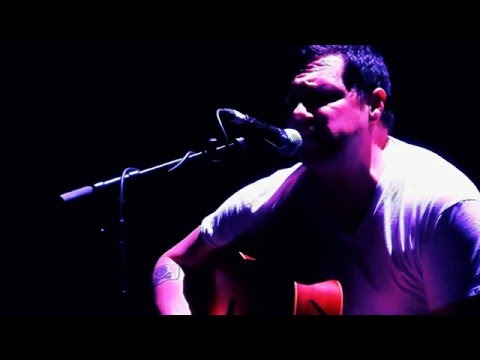 Committed to play standing up this whole tour: @damienjurado live @doornroosjenl [video]