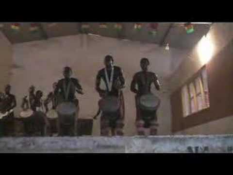 GREAT !! Guinea Djembe Drum Spectac: Remarkable Dundun Solo!