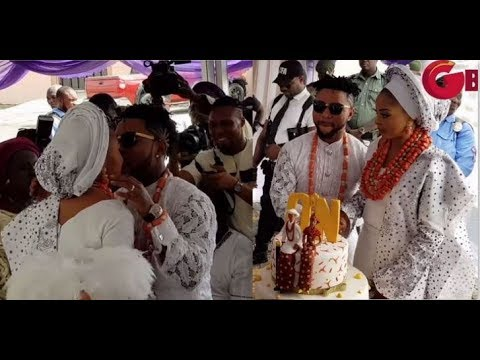 Oritsefemi Kiss His Wife, As They Cuts Their Beautiful Cake & Dance At Their Traditional Wedding