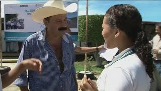 Video El alcalde mexicano que regala dinero en su municipio MP3, 3GP, MP4, WEBM, AVI, FLV Januari 2019