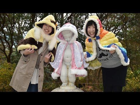 「小便小僧」に越冬マント