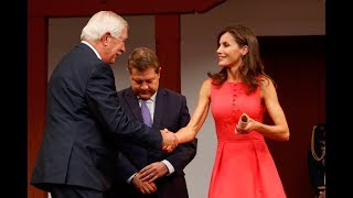 """S.M. la Reina entrega los """"Premios Reina Letizia 2018"""""""