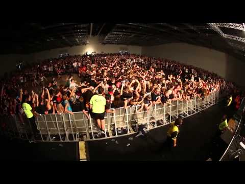 SUICIDE SILENCE – Brisbane Soundwave 2014 Wall Of Death