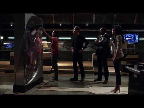 The Flash 3x04 Barry Gets Trapped in Mirror