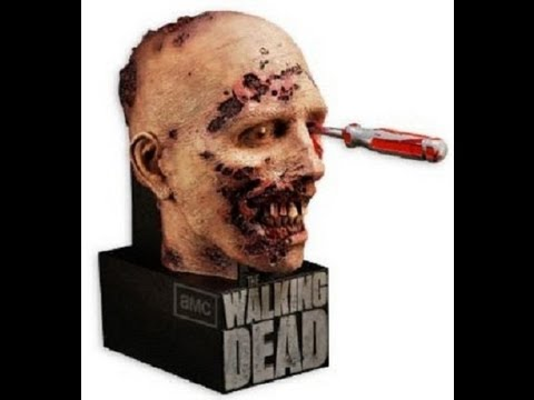 The Walking Dead Season 2 Blu-Ray Limited Edition Zombie Head / Bust Preview