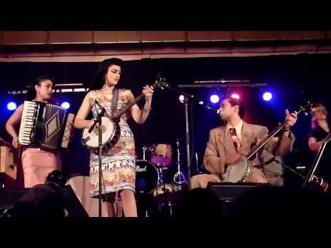 sunday best records - Kitty Daisy & Lewis - Hillbilly Music - Concert du 24 Avril 2010 à Aulnoye-Aymeries - 9eme Foire aux Disques et BD LACHE PAS LA PATATE -