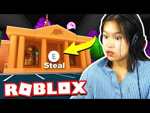 SISTER ROBS THE JAILBREAK MUSEUM in ROBLOX!!