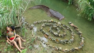 Video Survival skills: Build Fish Trap From Stone Catch Big Fish - Cooking Delicious Fish MP3, 3GP, MP4, WEBM, AVI, FLV Agustus 2019