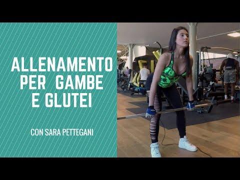 Allenamento per gambe e glutei con fitness bikini Sara Pettegani.