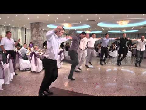 Уникално българско хоро на сватба оставя без дъх