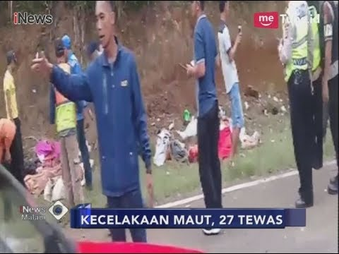 Download Video [Video Amatir] Suasana Kepanikan Di Tanjakan Emen Usai Bus Hantam Tebing - INews Malam 10/02