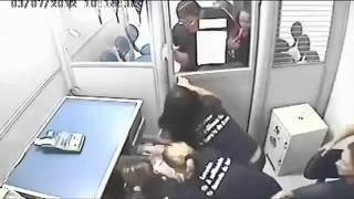 Tinh huong hai huoc - Giặc đến nhà đàn bà cũng đánh