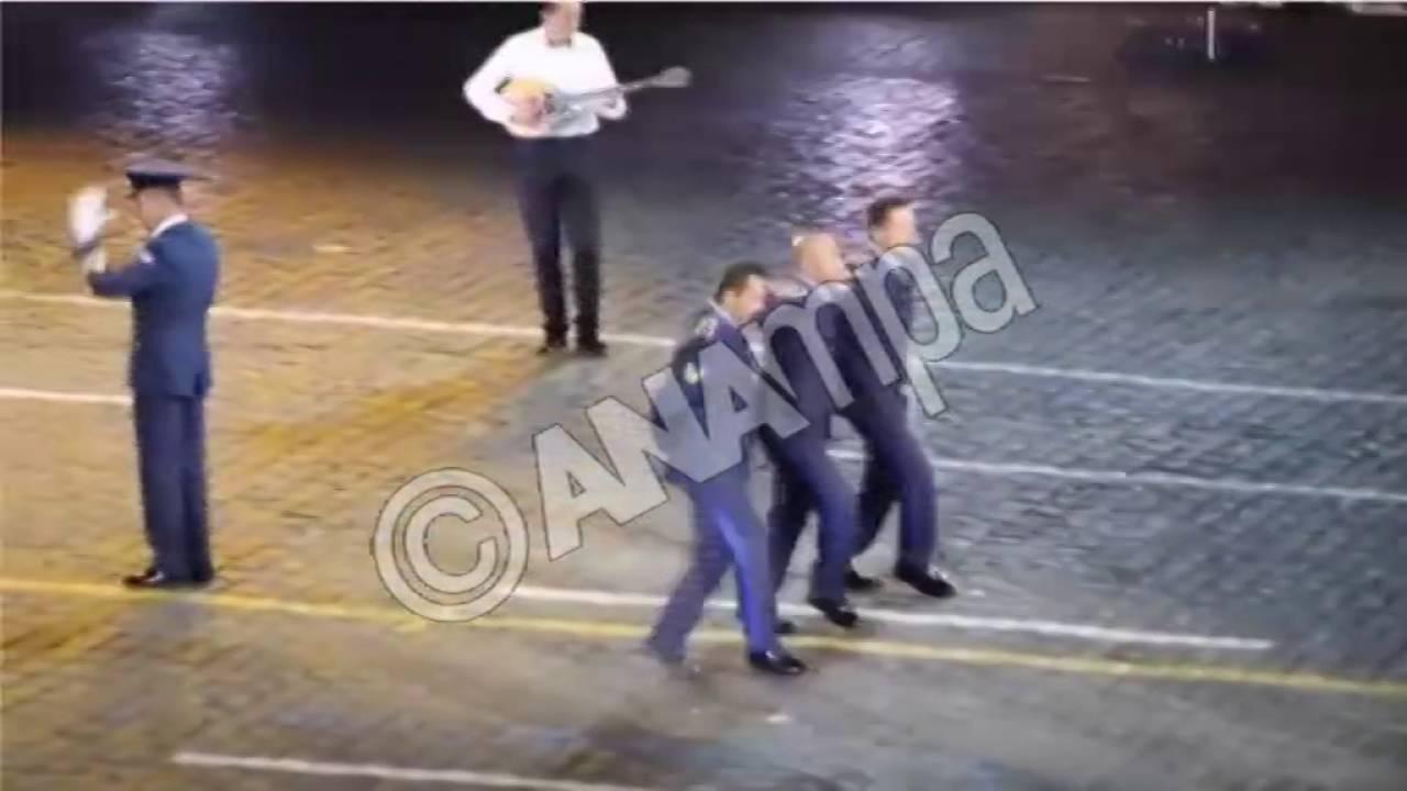 Η Πολεμική Αεροπορία χορεύει συρτάκι στην Κόκκινη Πλατεία