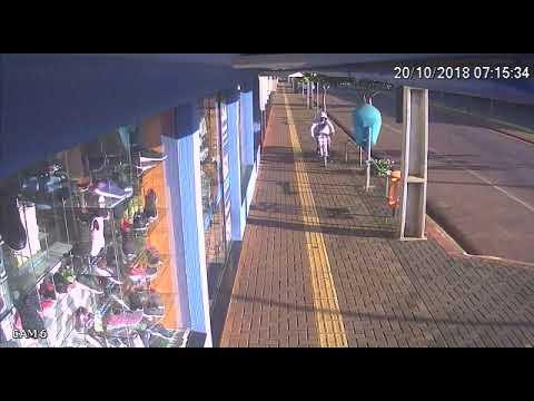 Durante espera de ônibus para o trabalho, palotinense tem celular furtado no centro do município. Veja o vídeo e ajude a identificar o criminoso