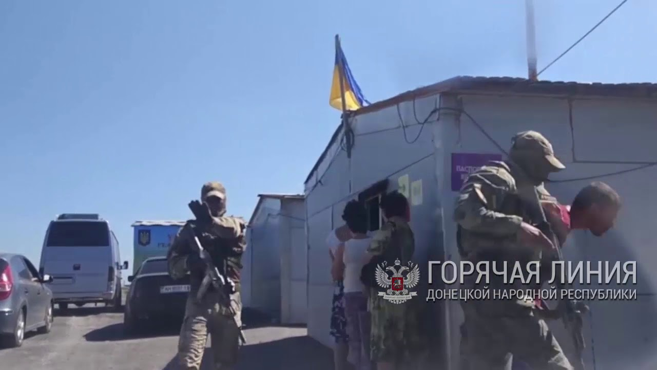 На украинском блок-посту засняли, как избивают людей по программе «Вернись домой»
