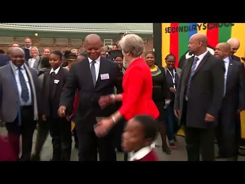 Premierministerin May: Flottes Tänzchen mit Schülern  ...