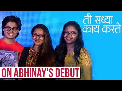 Video Abhinay Berde With Mother Priya Berde & Sister | Candid Chat | Ti Saddhya Kay Karte Marathi Movie download in MP3, 3GP, MP4, WEBM, AVI, FLV January 2017